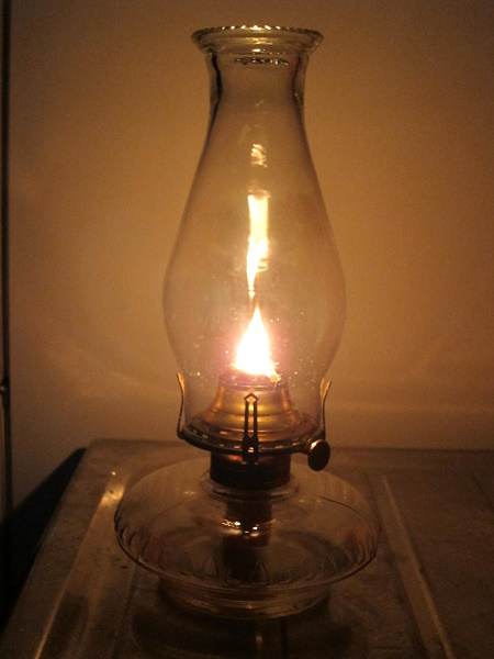 table_oil_lamp